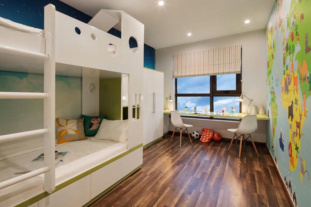 Khu vực phòng ngủ với ban công view biển
